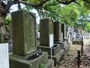 堀田家三代墓碑